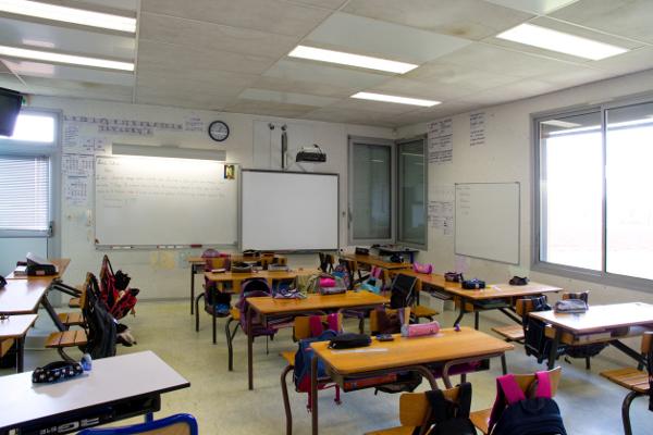 salle-de-classe-ce2-cm1-cm2-photo-jj-perrot-systeme-noir