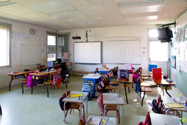 salle-de-classe-gs-cp-ce1-photo-jj-perrot-systeme-noir
